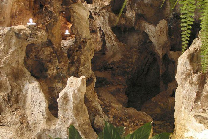 Umelá jaskyňa s fontánou